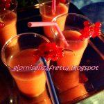 Cocktail analcolico alla fragola e arancia