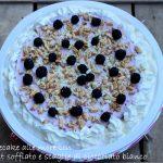 Cheesecake more e kamut soffiato con scaglie di cioccolato bianco