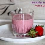 Smoothie con fragole,more e cannella