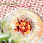 Ciambellone soffice al lime con frutta fresca
