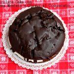 Chocolate cake con panna montata e glassa al cioccolato
