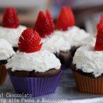 Cupcakes al cioccolato con frosting alla panna e mascarpone