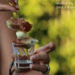 Spiedini con prugne,speck e mozzarelline
