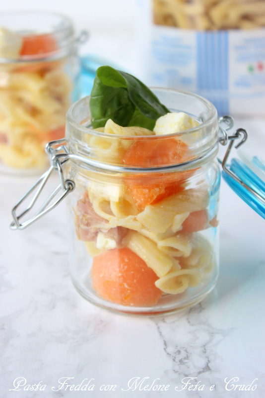 pasta fredda con melone crudo e feta