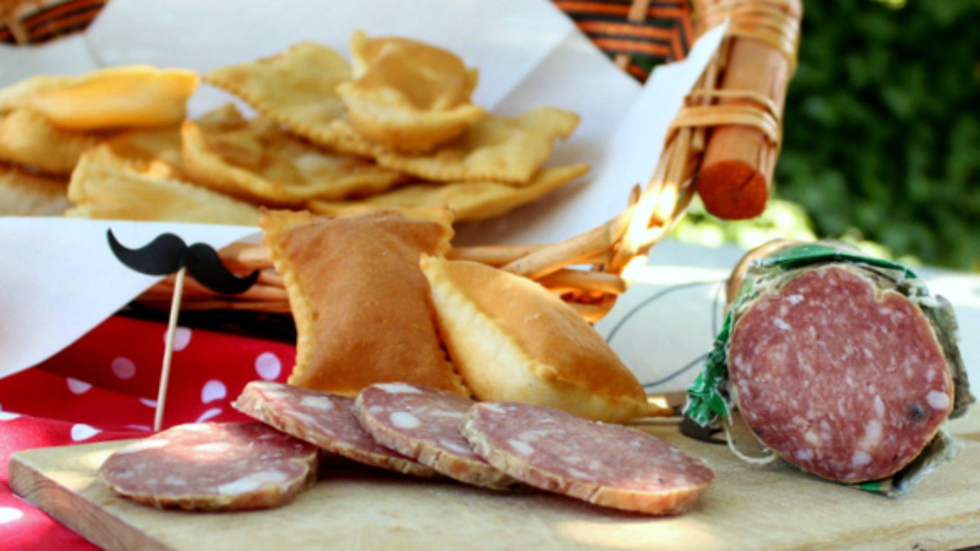 gnocco fritto e crocchette di patate e salame