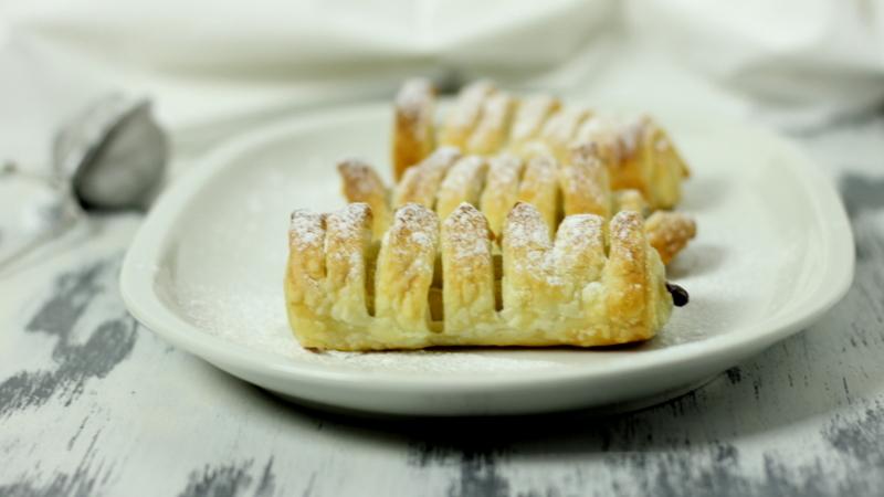 cannoli di sfoglia con crema di nocciole