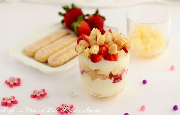 trifle con crema al latte fragole e ananas