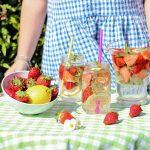 Acqua detox alle fragole limone e menta