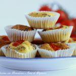 Muffin al Pecorino con pomodorini e semi di papavero