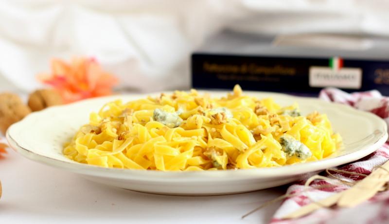ricetta facile fettuccine con noci e gorgonzola