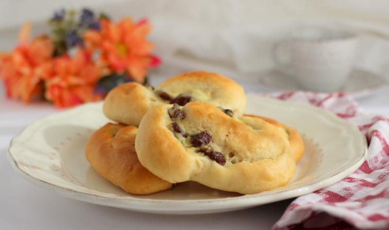 ricetta girelle di pan brioche con crema e uvetta