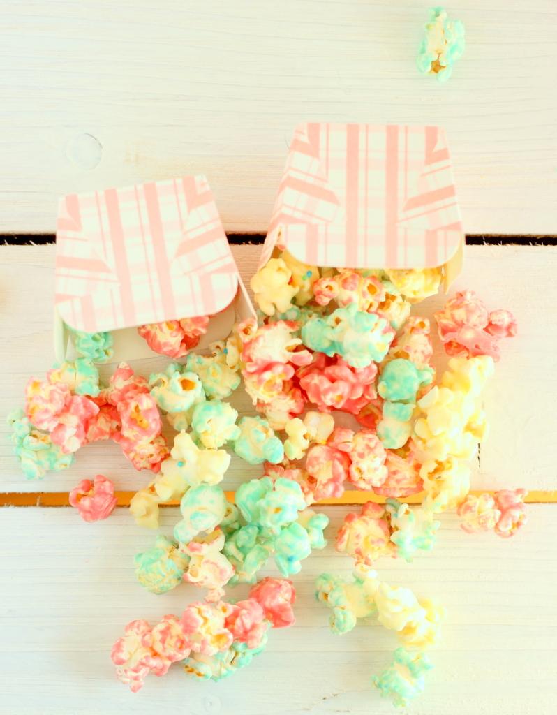 pop corn colorati al cioccolato bianco