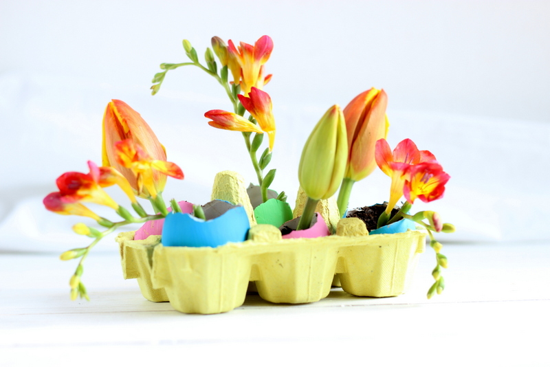 uova con fiori per Pasqua