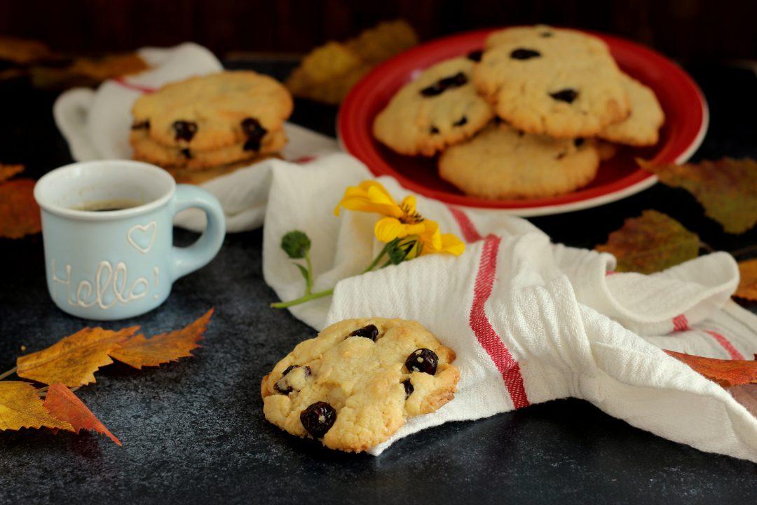 biscotti con cioccolato bianco