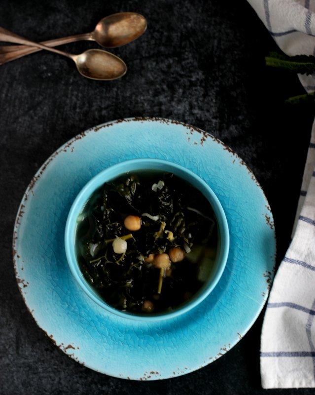 zuppa-legumi-e-cavolo-nero