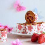 Muffin con farina di mais, yogurt e fragole