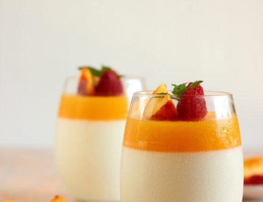 panna-cotta-allo-yogurt-e-pesche