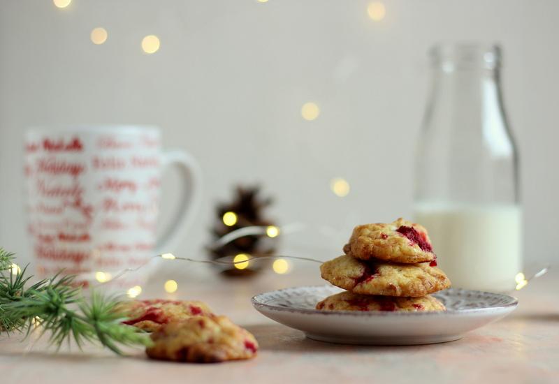 ricetta-cookies-ai-lamponi-e-cioccolato-bianco