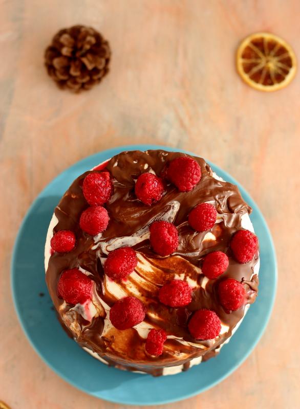 torta-al-cioccolato-con-crema-al-mascarpone-e-lampone