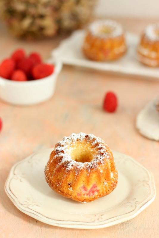 bundt-cake-cioccolato-bianco-e-lamponi