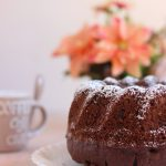 Bundt cake all'acqua al cacao e frutta secca