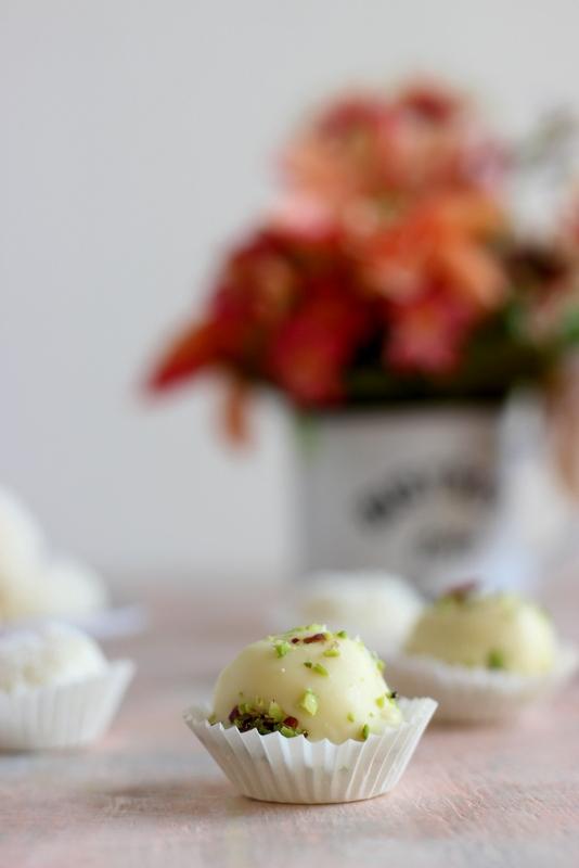 tartufi-cioccolato-bianco-e-pistacchi